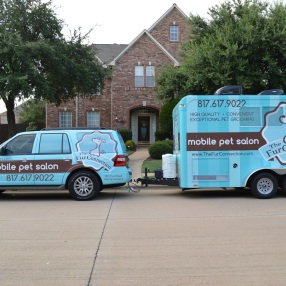 Fur-Connection-Mobile-Grooming-Parked