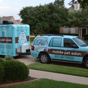 Fur-Connection-Mobile-Dog-Grooming-Salon-Curb